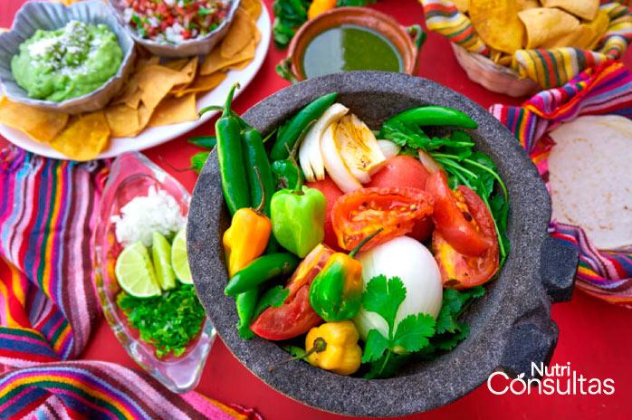 foto mexicana de chiles en un molcajete, breve historia del chile