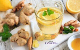 Beneficios del jengibre para la salud: té de jengibre sobre una mesa