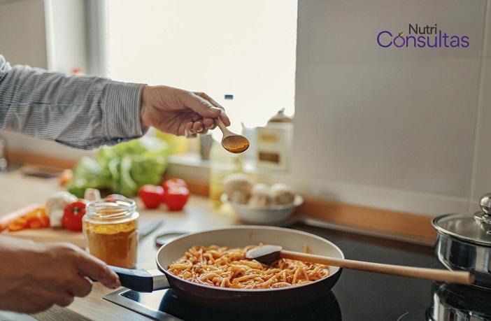 Cocinando pasta con cúrcuma